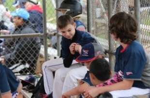 11u dugout photo plyaers.JPG