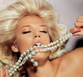 Sexy-Pearl-Necklaces.jpeg